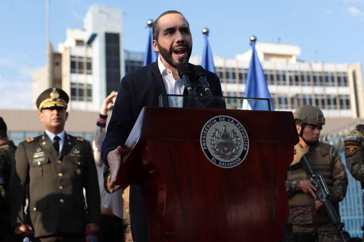 Virus lockdown ends in El Salvador amid clash of authorities
