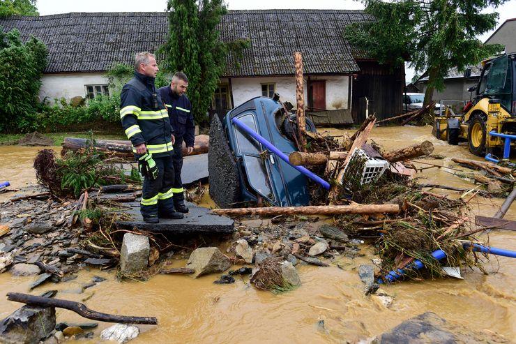 1 dead, 1 missing, dozens rescued in Czech Republic flooding