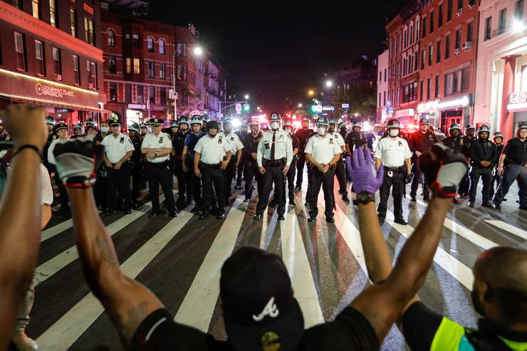 Mayor downplays rough police treatment of NYC protesters