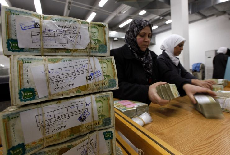 Syria devalues currency amid chaos ahead of new US sanctions