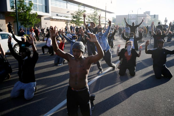 Protests explode in US after cop charged with killing Floyd