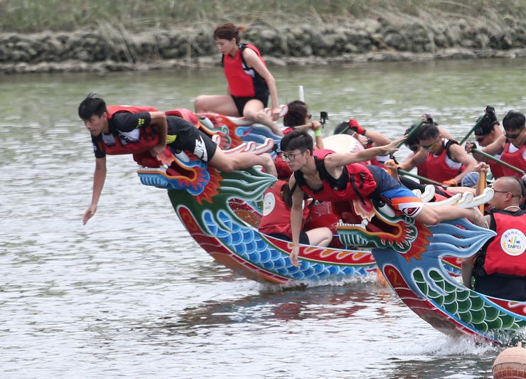 Taiwan's dragon boat races among few to be held this year