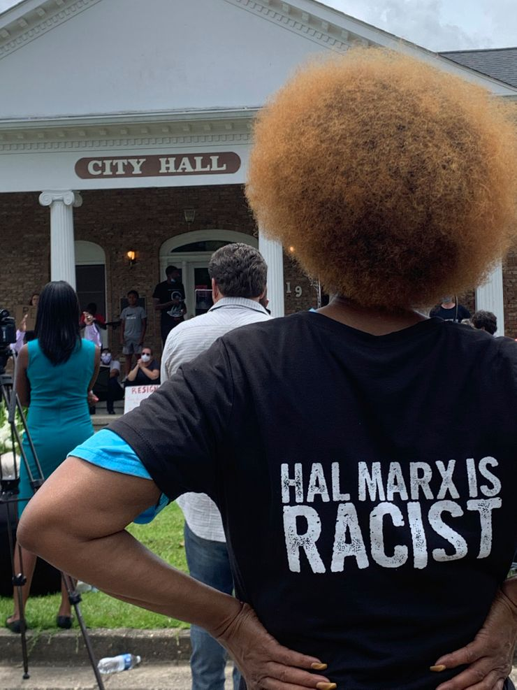 Crowd protests white mayor's words about black man's death