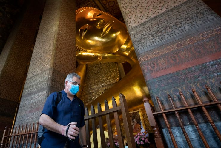 Famed Thai temple bars foreigners entry over COVID-19 fears