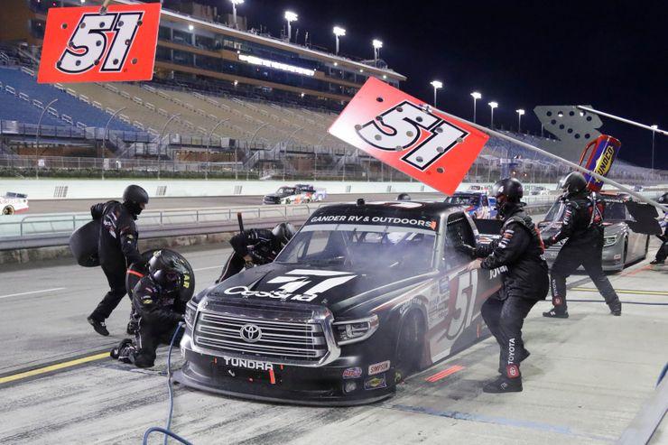 Kyle Busch wins trucks race at Homestead