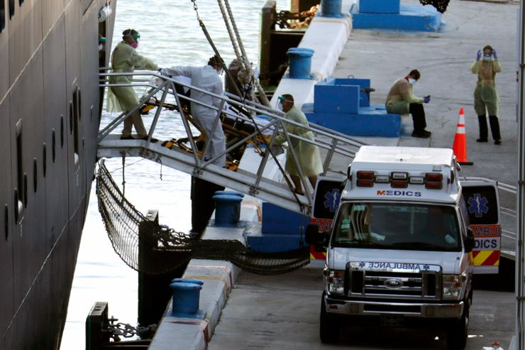 Florida finally takes cruise passengers, some on stretchers