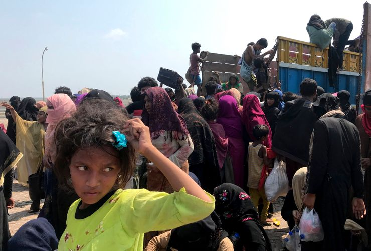 Malaysia urged to allow Rohingya refugee boats to land
