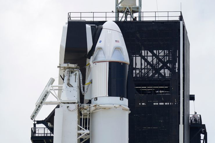 SpaceX presses ahead in historic 1st launch of astronauts