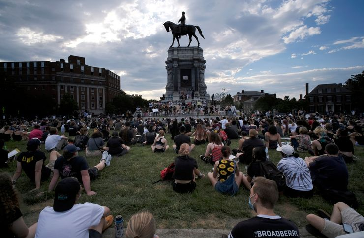 After protests, iconic Lee statue in Virginia to be removed