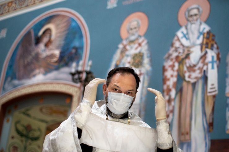 Russian Orthodox priest tends to Moscow's COVID-19 patients