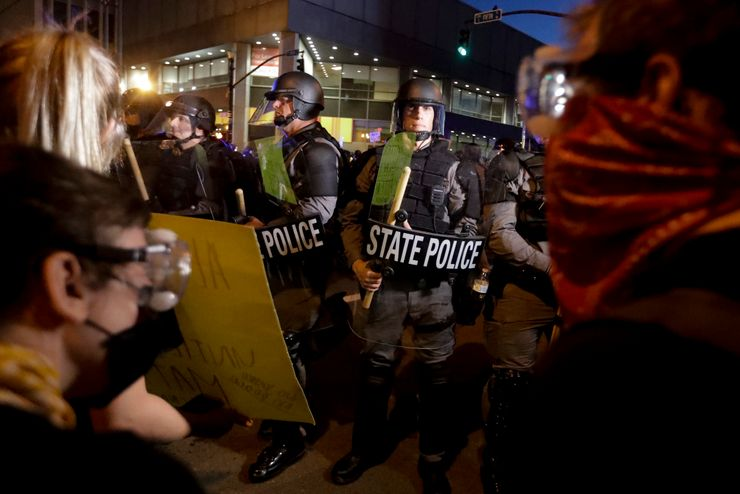 Louisville PD apologizes for targeting news crew at protest