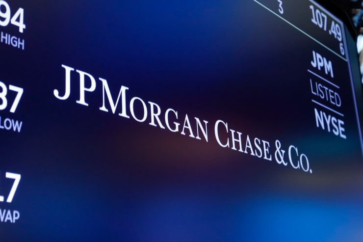 JPMorgan 1Q profit drops 70% as it readies for loan defaults