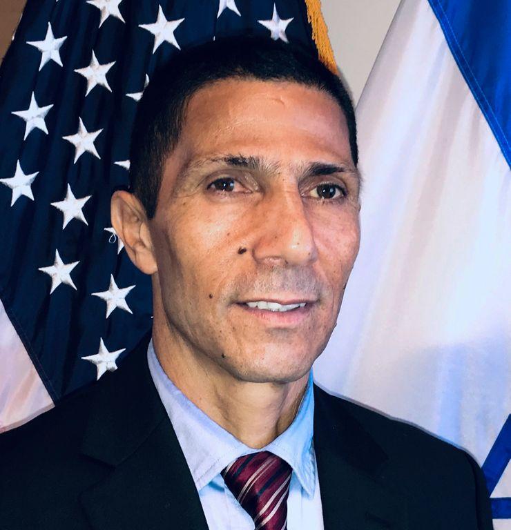 Arab Israeli diplomat says security guards choked him