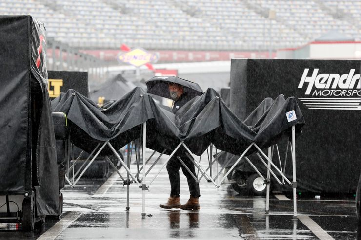NASCAR Cup race in Charlotte pushed back day because of rain