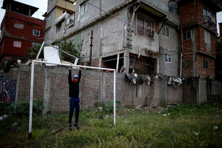 Coronavirus puts poor Argentines' soccer dreams on hold