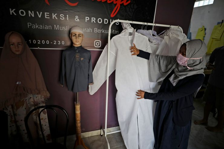 Indonesian starts business to make hazmat suit for hospitals