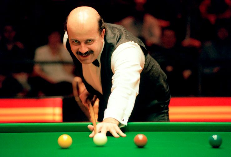 Former snooker player Willie Thorne dies at 66