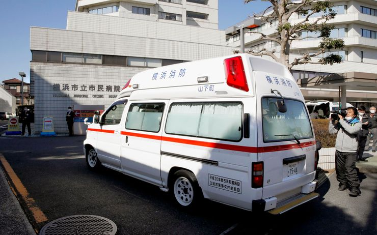 New wave of infections threatens to collapse Japan hospitals