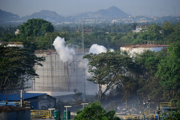 Probe blames safety lapses for deadly India gas leak