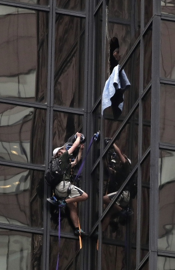 Police grab man climbing Trump Tower in New York City