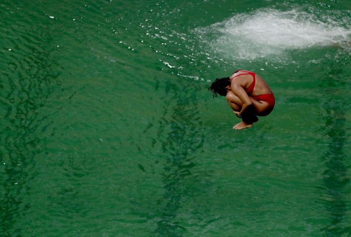 Olympics making progress cleaning green-tinged diving pool
