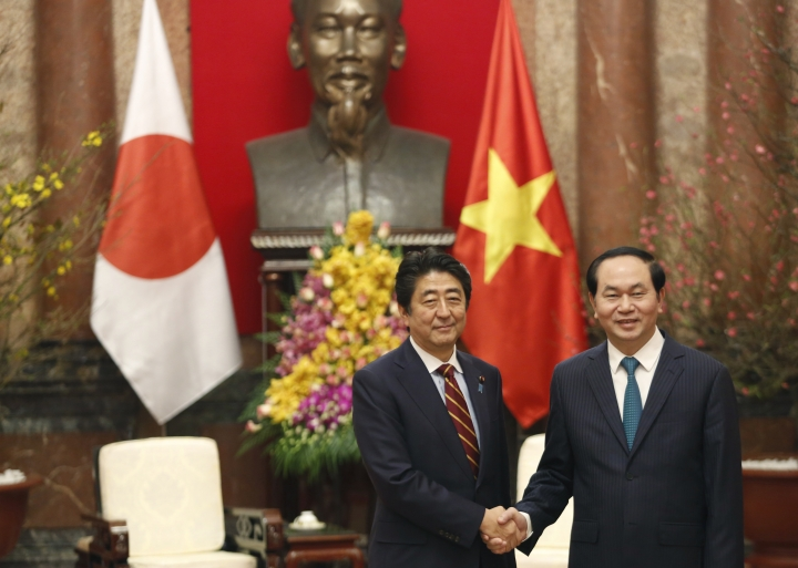 In Hanoi, Abe says Japan will provide Vietnam patrol vessels