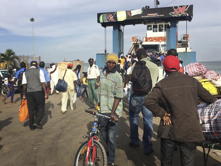 No word from Jammeh as midnight deadline arrives in Gambia