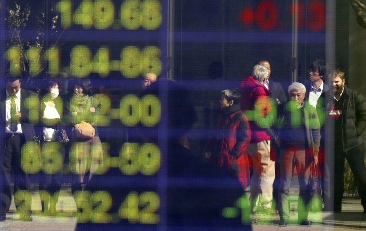 Asian shares fall on subdued Wall Street, dip in oil prices
