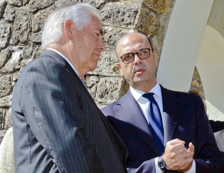 G-7 ministers seek unity in bid to press Russia over Assad