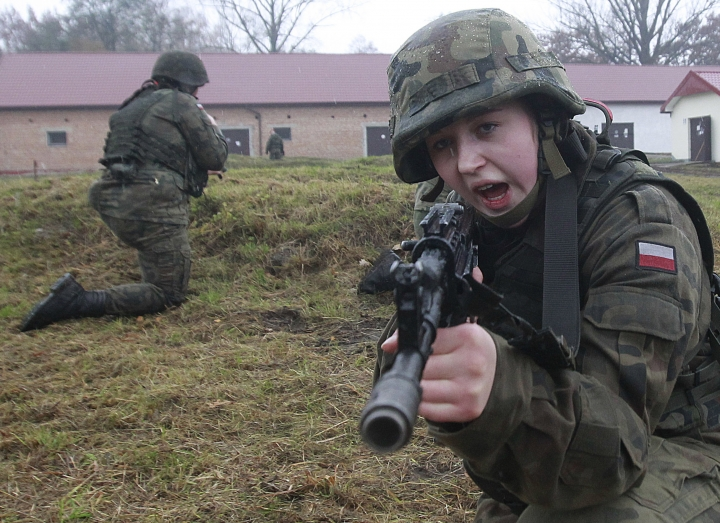 Poland to boost defenses by training student volunteers