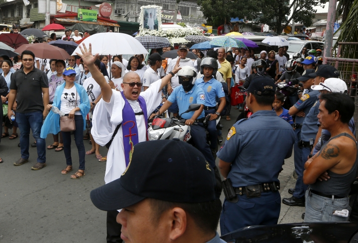 Philippine teenager's burial turns into protest vs killings