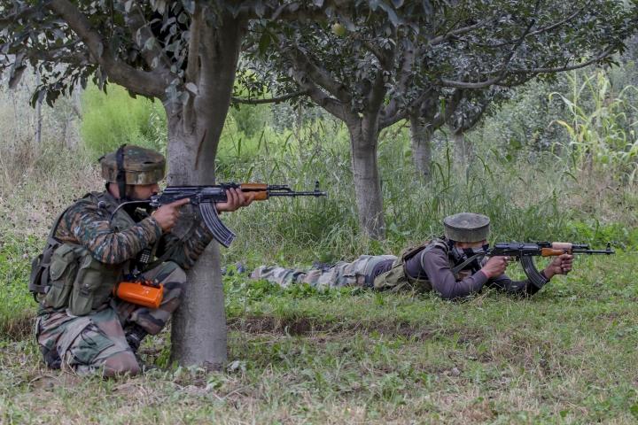 Rebels storm Indian police camp in Kashmir; 10 killed