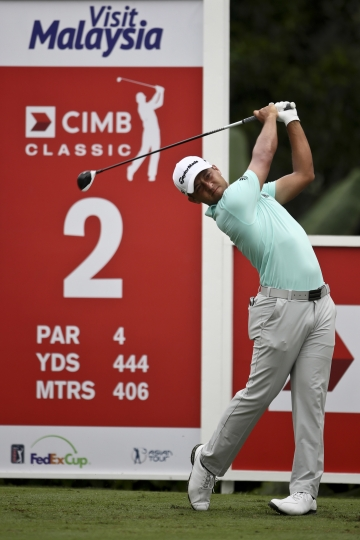 Perez extends lead with 8-under 64 in Malaysia