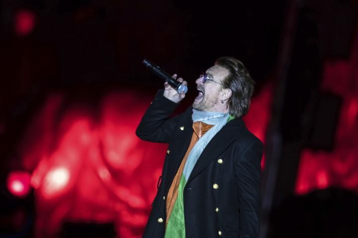 Lithuanian mayor invites Bono to visit shopping mall
