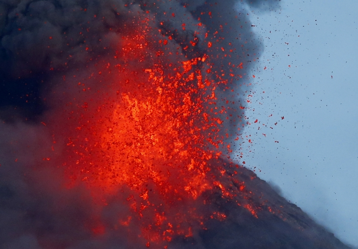 Erupting Philippine volcano still swelling with magma below